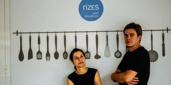 Manolis und seine Frau von Rizes Fruchtaufstriche auf dem Bild mit