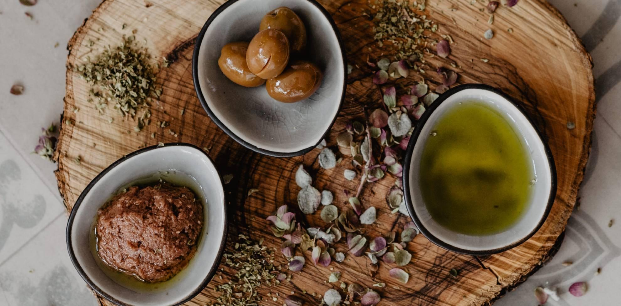 Oliven, Olivenpaste und Olivenöl Manaki von Physi