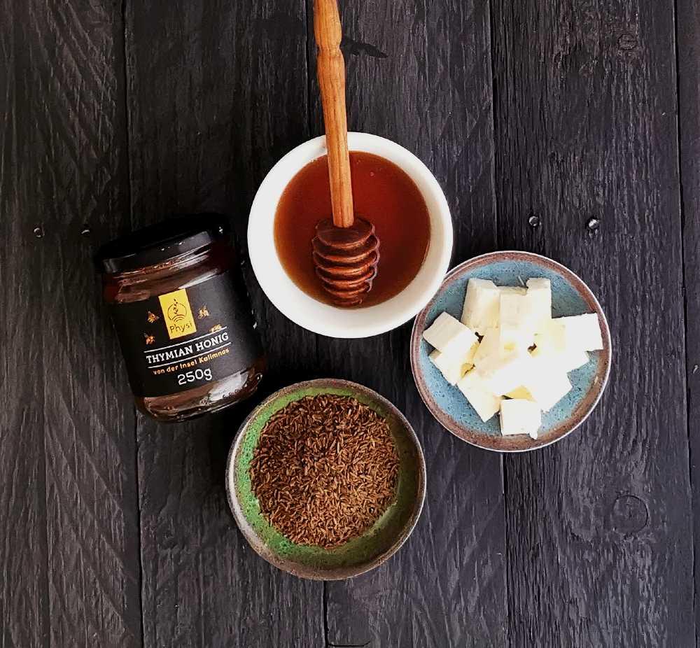 Feta und Honig Zutaten für ein Spetzofai