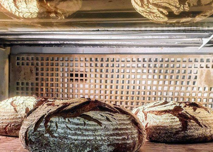 Mehl Wasser Salz Brot im Backofen