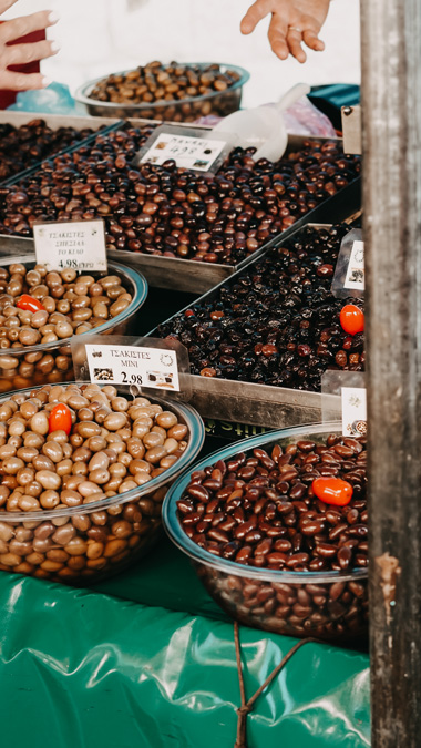 Gutes Olivenöl für einen Feta Salat